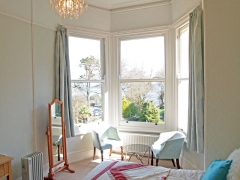 room-5-bay-window